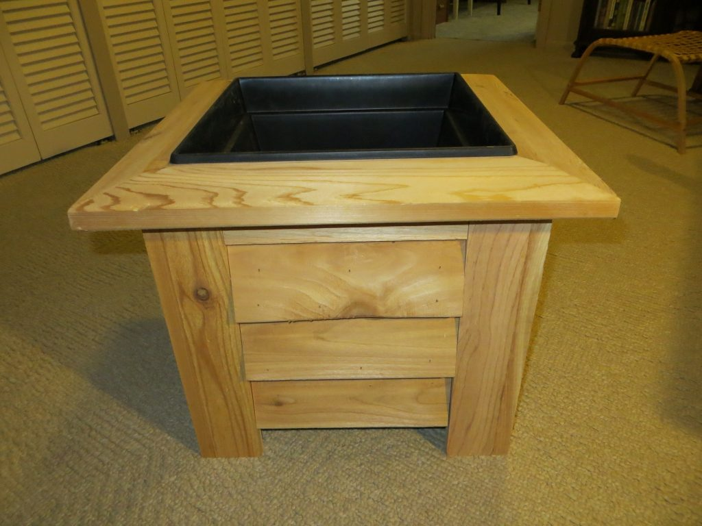 Square planter box (Cedar).jpg